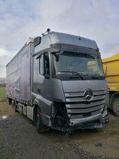 damaged MERCEDES-BENZ ACTROS 2545 curtainsider truck