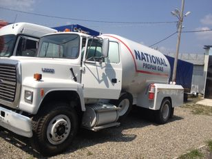 FORD l8000 gas truck